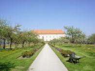 Schloss Dachau Biergarten 009.jpg